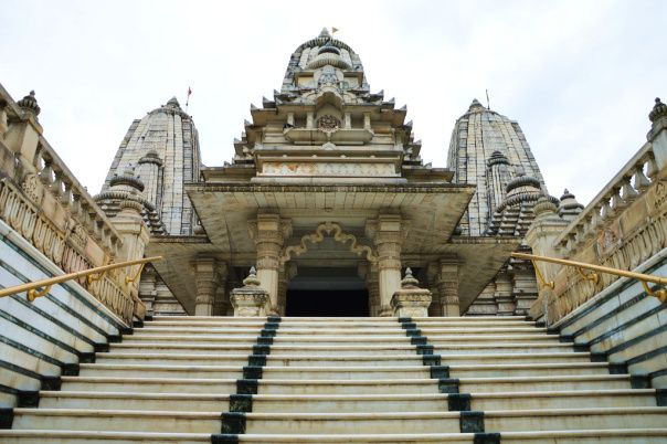 #Birla_Mandir_Kolkata – Traditionally Designed - After a mouth watering #Bengali breakfast I continued my journey to my next destination, Birla Mandir Kolkata.  Birla Mandir is a chain of Hindu temples located in many cities of India built by one of the business powerhouses of India, The Birla Family. My taxi driver drove me to the Ashutosh Chowdhury Avenue, Ballygunge in less than 45 minutes from the hotel.