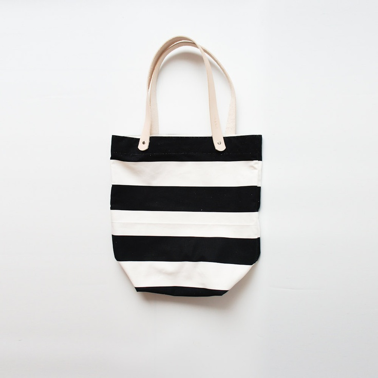 Black and White Striped / ribandhull on Etsy