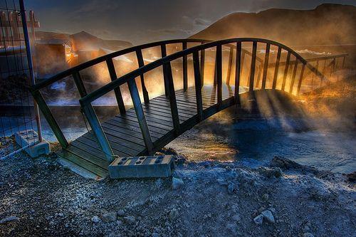 An eerie bridge