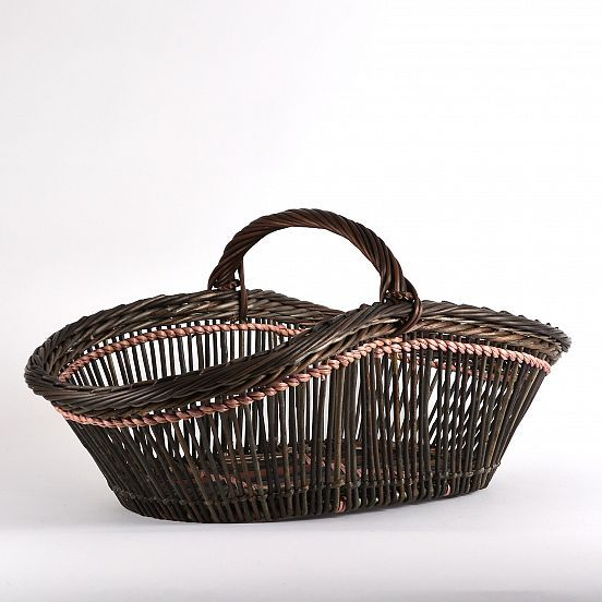 Arm basket in French open weave, quite large, and surprisingly sturdy despite its dainty look. Excellent work by Danish willow weaver Bent Vinkler.