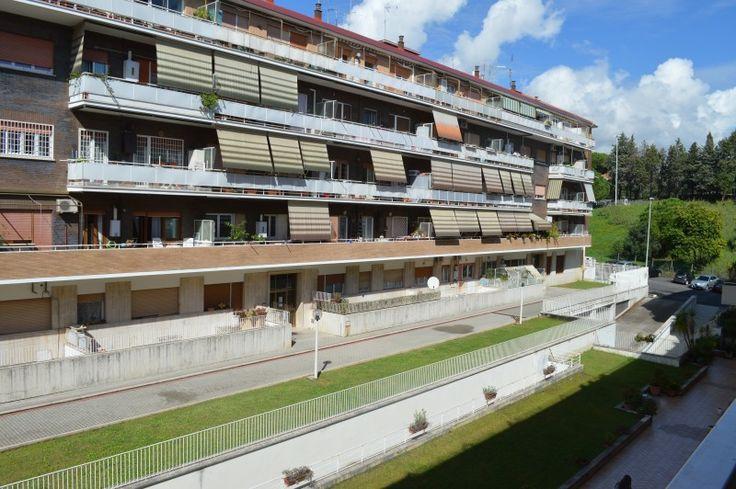 Roma Portuense Proponiamo la vendita di un Appartamento di 80 mq al piano 2° con ascensore. L'appartamento è da ristrutturare ed offre la possibilità di realizzare i 2° bagno e la terza camera da letto eliminando la cucina. Prezzo: €269.000.
