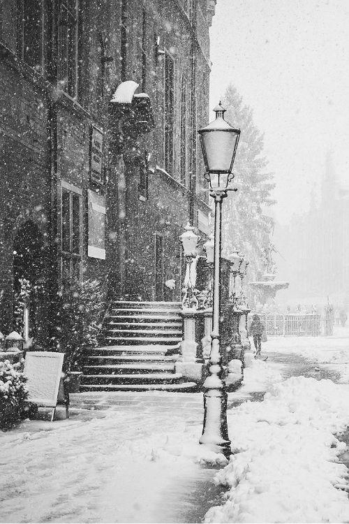 Snowy Day, Gdansk, Poland (cropped)   //  photo konrad sarnowski, via mystic