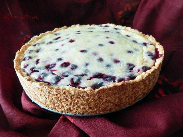 Сметанник - это очень вкусный пирог с нежной сметанной заливкой. Ягодный сметанник — вкусный десерт для совместного чаепития. Его можно приготовить из свежих или консервированных ягод, он довольно п…