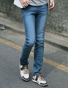 Today's Hot Pick :シンプルスリムデニムパンツ http://fashionstylep.com/SFSELFAA0011204/top3666jp1/out 大人カジュアルなスリムデニムパンツ。 ナチュラルなウォッシュ加工でこなれたムードです。 スリムフィットスタイルで、すっきりとしたシルエットに見せます。 キレイめよりカジュアルなスタイリングとの合わせがおすすめです。 ◆2色:ライトブルー,ダークブルー