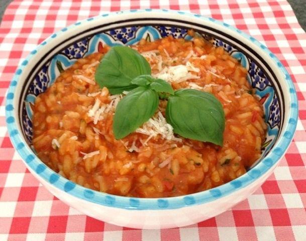 Tomaten risotto met basilicum   Het lekkerste recept vind je op AllesOverItaliaansEten