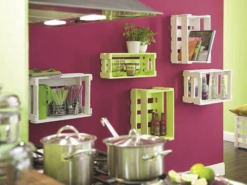 Una idea para crear estantes flotantes utilizando cajitas de verduras… Reciclar y decorar es una buena combinación.. #ConsejosRFM #IdeasRFM #Decoracion