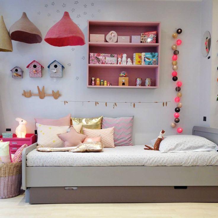 Laurette, Paris - Une collection de meubles pour chambre d'enfants au look rétro design et aux couleurs gourmandes et profondes.