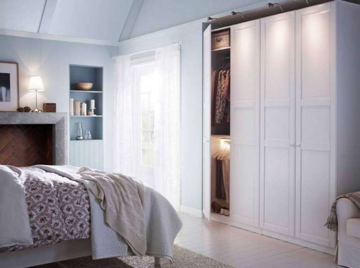 Ikea, armadio bianco - Catalogo di armadi 2016: modello classico con maniglie a pomello