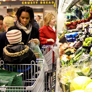 My 5 Food Shopping Priorities - How do you shop GMO-free? Check out tips from our bloggers!