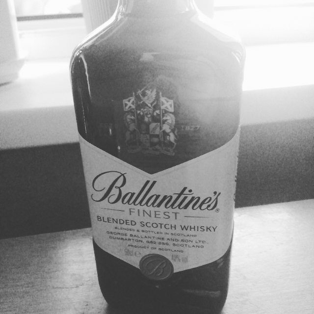 Четверг - это почти ПЯТНИЦА;))) #alcohol #scotch #whisky #cocacola #coctail #bar #drink #friends #party #thursday #pub #scotland #ballantines #madness #beer #english #edm #night #life #lifestyle #photo #dayoff