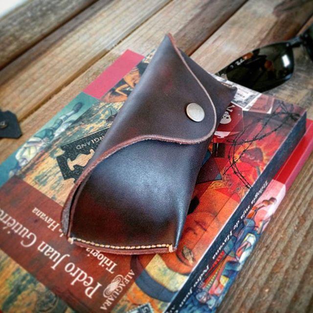 #leathercase #raybancase #rayban #leathercraft #handmade #rusticman