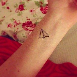 42 ideas preciosamente simples de tatuajes en la muñeca que te encantarán