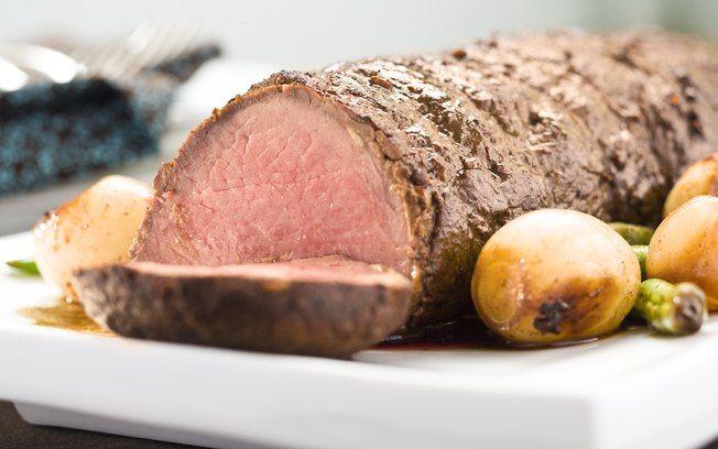 Receita de rosbife de panela com molho de raiz forte