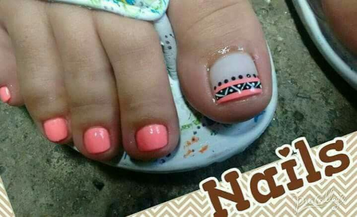 Simple tribal print toenails
