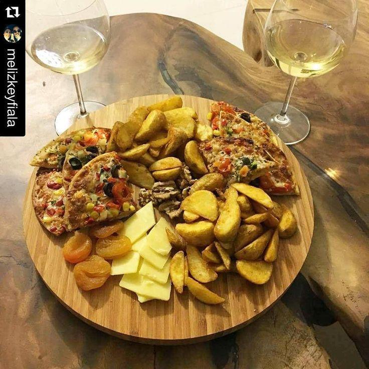 En güzel mutfak paylaşımları için kanalımıza abone olunuz. http://www.kadinika.com Sizden gelenler#Repost @melizkeyfiala with @repostapp.  Kaçamağın da sağlıklısını yapıyoruz. Fırınlanmış patates ve sebzeli ince hamurlu pizza  #best #friend #wine #patato#cheese#cheeseplate#alcohol#pizza#patates#şarap#wine#foodporn#foodgasm#foodart#food#yemektakip#yemek#yemektarifleri#yemekrium#winedine#winetime#şarapkeyfi#yemekaşkı#muhteşemsunumlar#sunumdurağı#lezzetlerim#mutfakaşkı#yemekrium#mutfakgram#