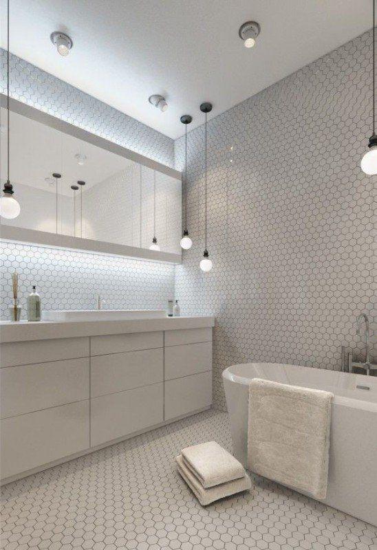 dobrze dobrane oświetlenie zarówno punktowe, dekoracyjne jak i listwowe. ładne lustro, meble pod umywalka, świetne plytki