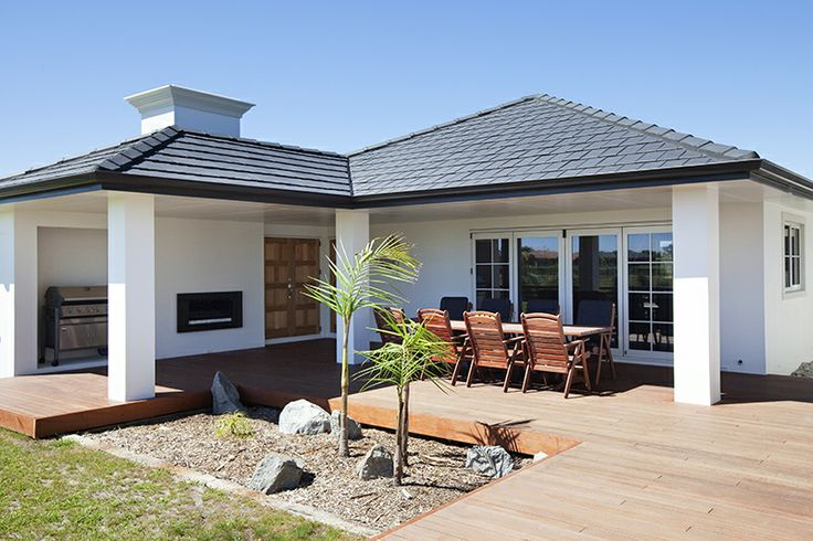 Lifetime living flows outdoors with white plastered Celcrete, clay roofing and South American Masara decking. The look matches the tone of the Jarrah and mainly white décor inside.