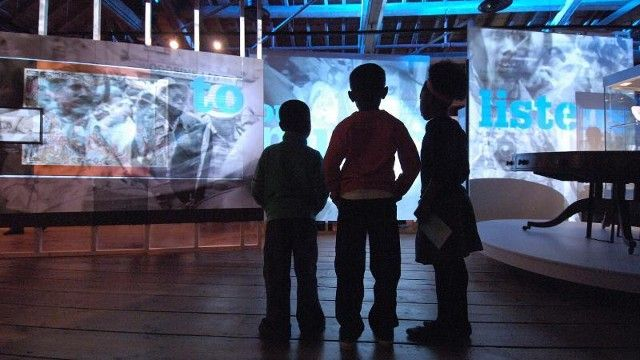 Museum of London Docklands-----At Museum of London Docklands kids can explore the history of the river Thames, discover the fate of captured pirates and take cover in a WW2 bomb shelter. Let them loose in the Mudlarks Gallery with a soft play area for younger children and interactive exhibits for older kids. Entry is free, as are family events on Saturdays.