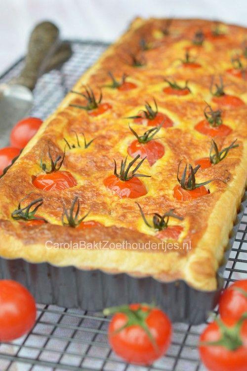 Tomatentaart met cherrytomaatjes. Zowel warm als koud heerijk om te eten.  Cute voor bij je lunch of als bijgerecht bij je diner. Het recept vind je bij de bron.