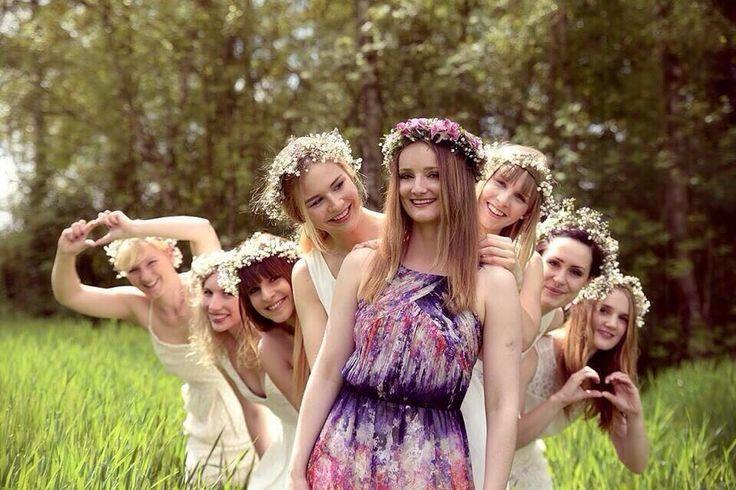 Junggesellinnenabschied Hochzeit Blütenkränze JGA Brautjungfern Fotoshooting