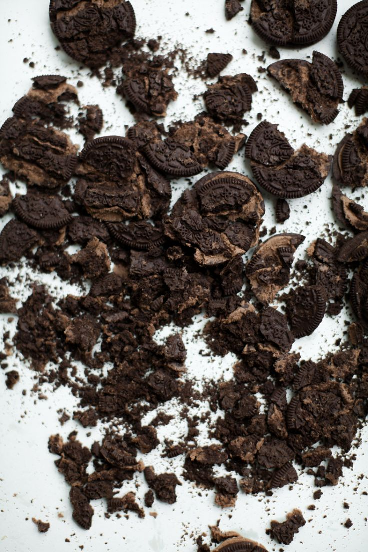 Crushed-cookies-for-Schmutz-Wurm-Eis