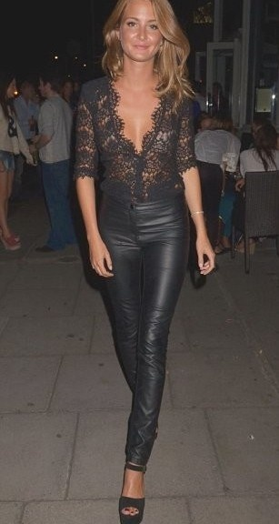 Would die to have black leather pants that look this good..