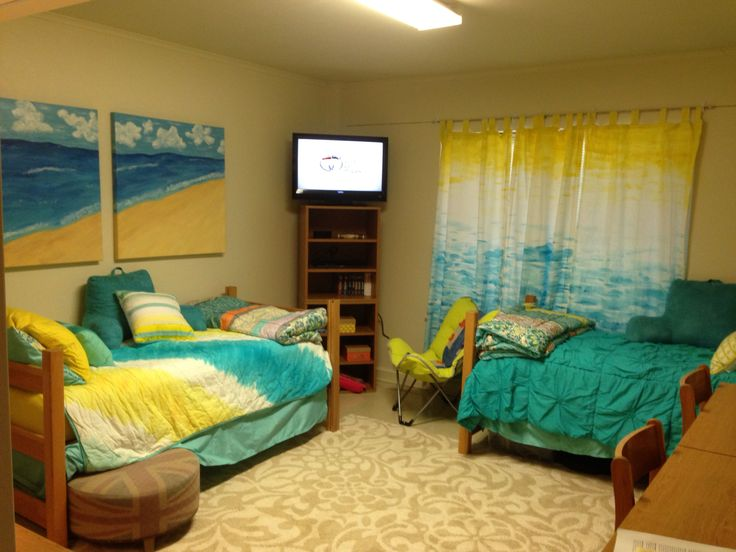 How are Baylor s North Russell dorms set up for three people?