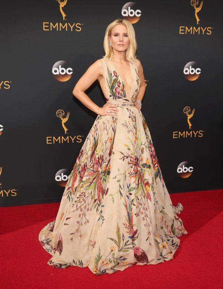Retour Sur le Tapis Rouge des Emmy Awards 2016 Kristen Bell Portant une tenue signée Zuhair Murad Couture.