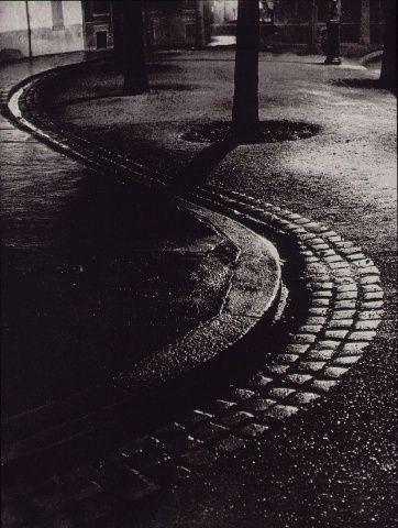 Brassai - Gutter - Paris 1933