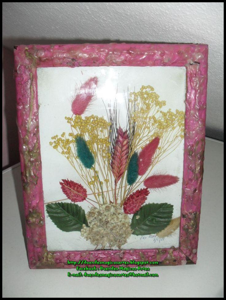 Moldura com cera aplicações de flores secas
