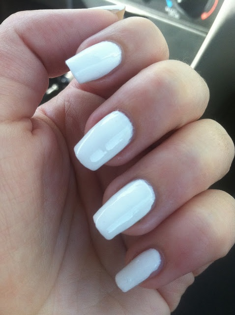 White nails with bows