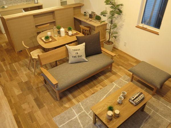 コンパクトなお部屋を広く使う家具の配置 カフェ風なイメージの