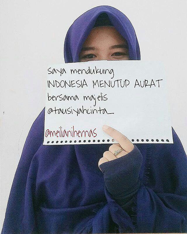 """#Repost @meilianihernas  Karena saya sangat-sangat menyayangi ayah saya jadi saya sangat mendukung """"INDONESIA MENUTUP AURAT"""" bersama majelis @tausiyahcinta_ @indonesiamenutupaurat"""