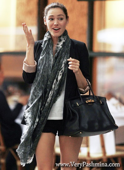 #KellyBrook Wears A Black And White #Scarf To Lunch On Madison Avenue
