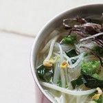 Sopa de fideos chinos con espinacas