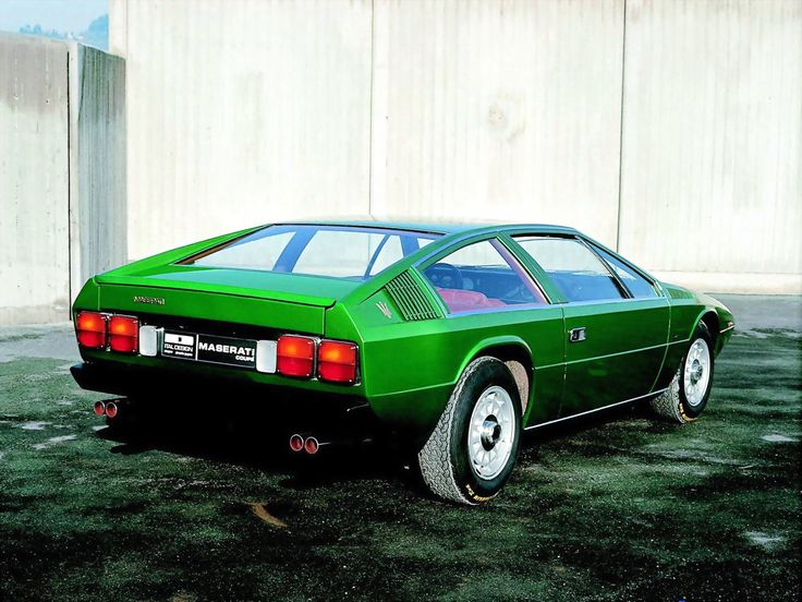 Maserati Coupe 2+2 Concept (1974), Italdesign. Looks very much like Lotus Esprit and it´s the same designer, Guigiaro.