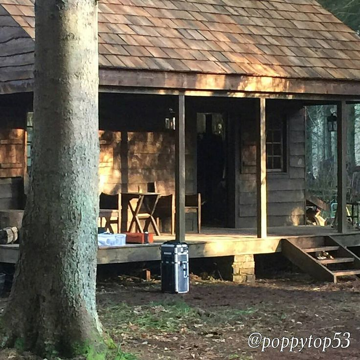 "Repost @outlander__forever Season 4 locations   RepostBy @newglasgowgirls: ""Outlander location today #freezingcold #chillyglen #horseyaction #rusticcabin @caitrionabalfe #outlander #season4 #filming @outlander_starz"" (via #InstaRepost @AppsKottage)"