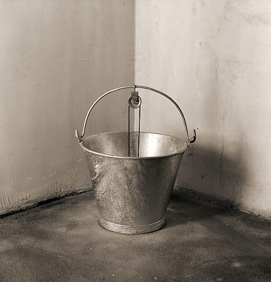 Чема Мадоз (Chema Madoz) -  современный испанский фотограф. Биография, фотографии: http://contemporary-artists.ru/Chema_Madoz.html