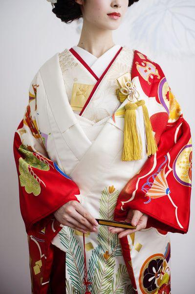 モダンな印象  CUCURU  赤白吉祥酒壷宝尽文 着物ウェディング 和婚 色打ち掛け