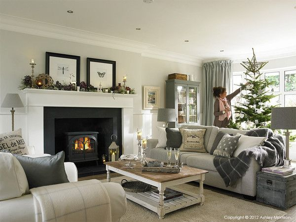 How I decorated our homes for Christmas - Day 5 | Natural Calico -very cozy and welcoming bit I still need my red around christmas time-