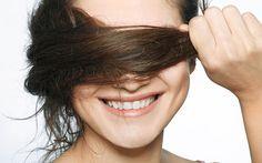 Knoblauch ins Haar? Die würzige Knolle soll unsere Mähne intensiv pflegen und sogar das Haarwachstum anregen! Wir verraten, was hinter dem skurrilen Beauty-Tipp steckt.