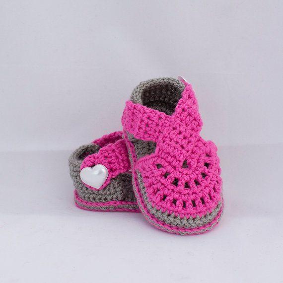 25 beste idee n over gehaakte baby sandalen op pinterest gehaakte baby sandalen gehaakte - Baby meisje idee ...