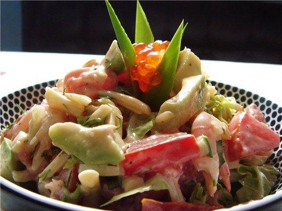 Салат с авокадо и крабами