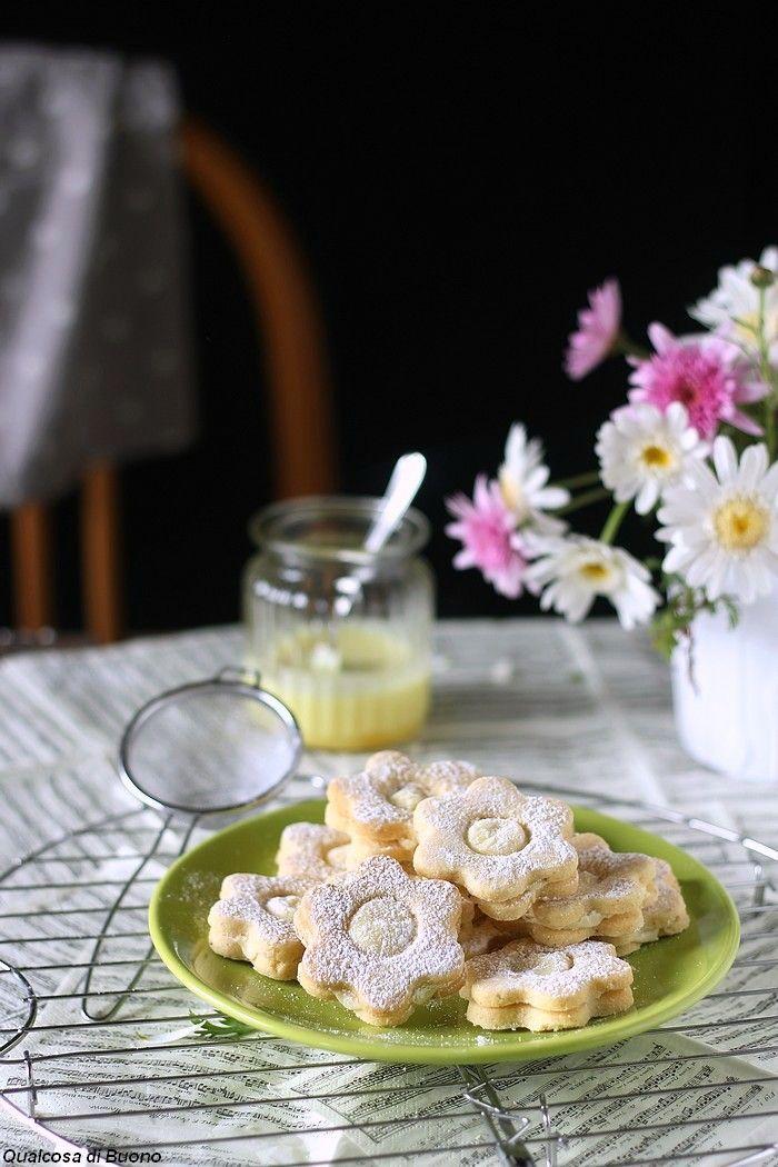 qualcosa di buono: Biscotti  con crema al limoncello ed un'altra sfid...