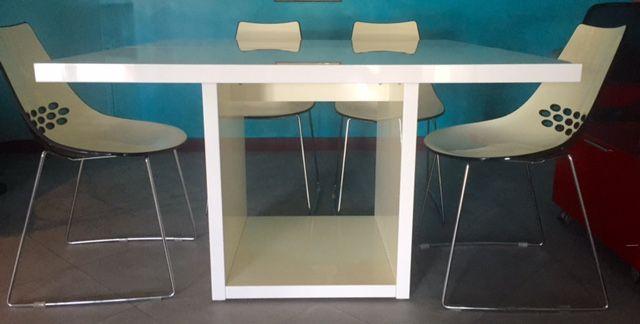 Ciao a tutti, sono Alessandra e causa trasloco in una nuova casa con spazi completamente nuovi, vendo Tavolo laccato bianco quadrato, Marca Modè modello Moscow. In buone condizioni. Il tavolo si tr...
