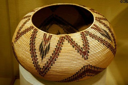 Basket by Mountain Maidu tribe of California (late 19th C) at Art Institute of Chicago. Chicago, IL.