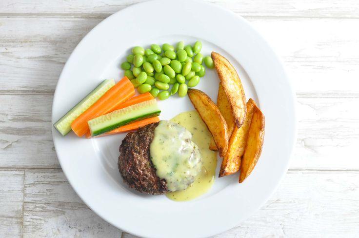 Herregårdsbøf smager fantastisk! Vi skruet lidt op for grøntsagerne ved at tilføje gnavergrønt, men ellers er det den klassiske udgave med bearnaise. Mums!