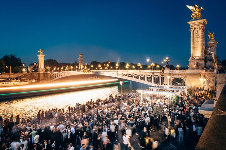 Afterwork au pont Alexandre III au Faust à Paris