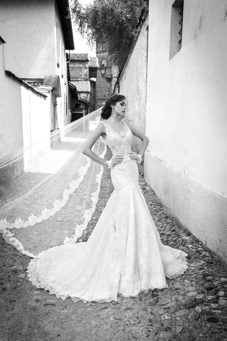 SAFIYA www.alessandrarinaudo.it #nicolespose #weddingdress