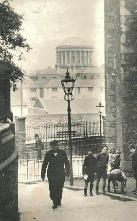 Forty steps from High St to Cook St 1930's